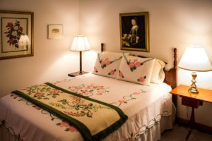 Best Ideas For Decorating A Guest Bedroom