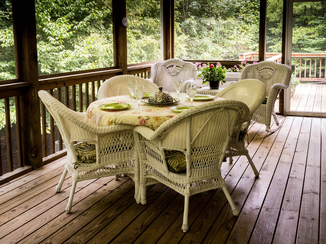 How to Get Your Deck Looking New for Summer
